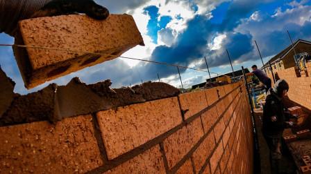 砌砖盖房我见多了,像这么好技术的实在太少,网友:1000一天不多