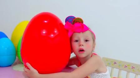 斯泰西和爸爸玩惊喜和玩具