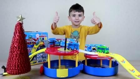 国外少儿时尚:萌娃自己搭建了小巴士的赛车跑道,一起去看看吧