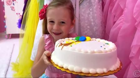 美国萌娃时尚,小萝莉做了超大蛋糕,好厉害呀