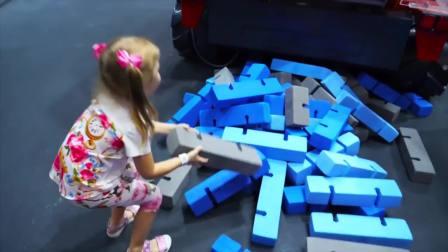 美国萌娃时尚,小萝莉在游乐场玩耍,非常开心