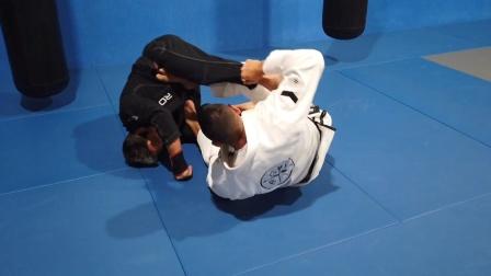 巴西柔术拉索防守位的扫技