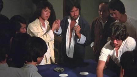 两兄弟赌场赌钱,一拿钱傻眼了,大洋全被调包成铁片!