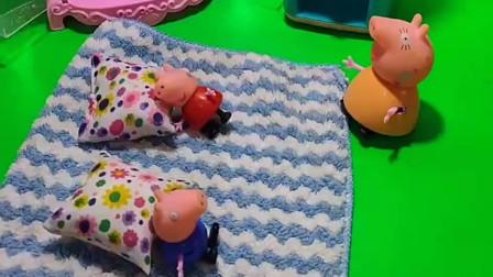 猪妈妈太操心了,怕孩子晚上踢被子,把孩子包起来了
