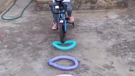 童年趣事:看哥哥骑自行车表演绝活