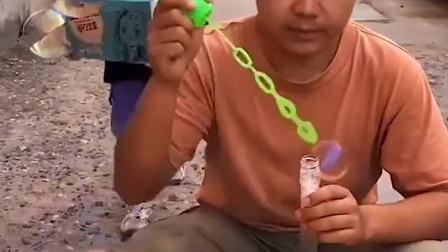 趣味童年:零食都给我吃,就能和你玩啦
