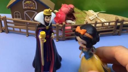 猪奶奶和乔治出去玩,看见王后一直在说白雪,这也太偏心了