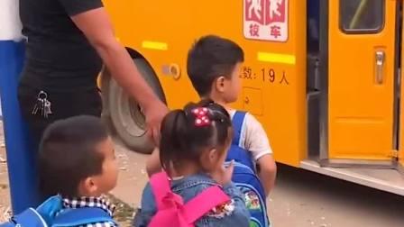 童年趣事:排好队去上学啦