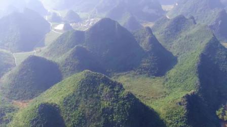 无人机航拍广西深山,发现两个群山环绕格局,究竟是哪个最好呢