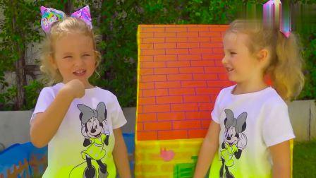 儿童扮演游戏:爸爸被眼前的姐妹俩弄得晕头转向