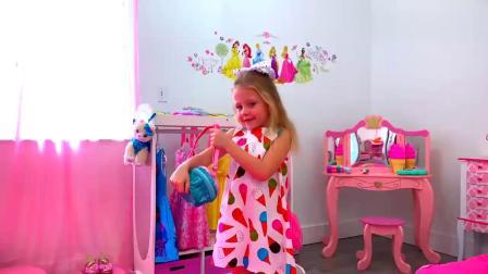 儿童扮演游戏:呆萌小女孩有趣的换装游戏故事,太逗了