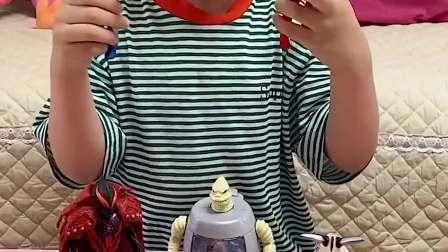童年趣事:妈妈 我们一起玩奥特曼玩具吧