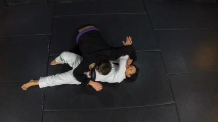 巴西柔术2个侧压位逃脱技术