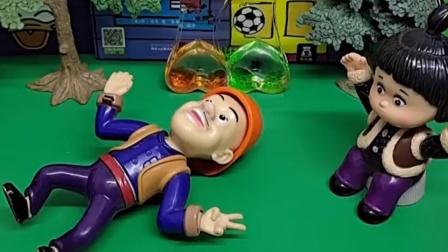 光头强怎么躺在了地上,还好小嘟嘟聪明,赶紧给救护车打电话