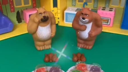 熊大买了一个鸡腿,想要和熊二分享,熊二觉得自己太不懂事了