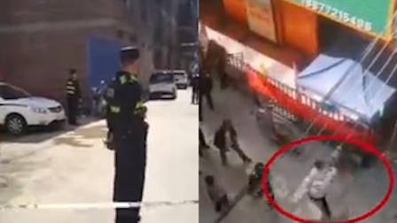 广西一男子潜入托教机构刺伤1名幼童,多名警察护送受伤幼童就医