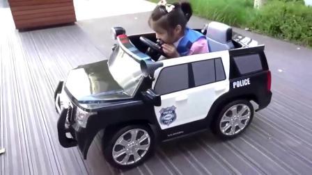 萌娃:萌宝小可爱收到了一辆小警车!
