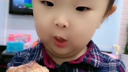 亲子游戏:看暖宝吃的真香啊
