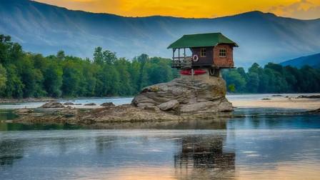 最坚强的钉子户,屹立河中央45年,洪水也冲不倒,如今成旅游景点
