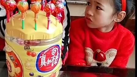 童年趣事:弟弟分我一个糖呗