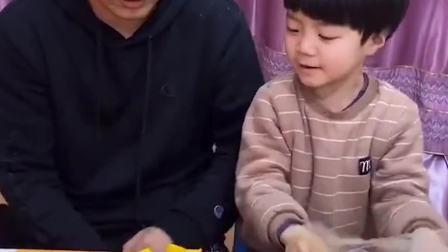 童年趣事:把爸爸吹的气球给扎破了