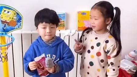 童年趣事:小猪佩奇玩游戏:乔治向老师告状