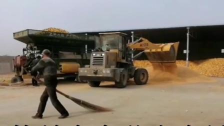 装载机装载玉米速度是人工几十倍