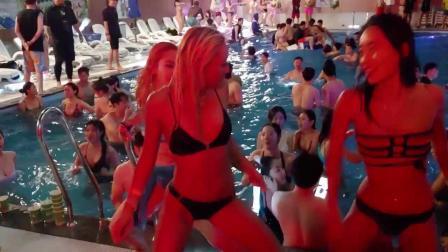 汉密尔顿疯狂泳池派对 现场气氛十分活跃
