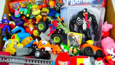 展示小动物汪汪队和滑板玩具