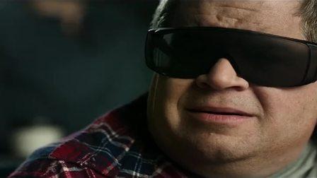 男子看电影带错眼镜,却看到了电影院真实的一幕