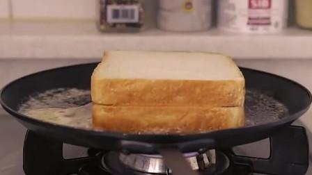《韩国农村美食》黄油煎面包片,中间夹着芝士片,浓香美味