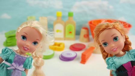 小女孩们制作蔬菜水果沙拉
