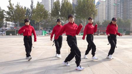 鬼步舞入门教学《蛇步》,动作很妖娆,很简单容易学会