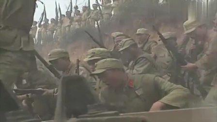 战士打不开坦克盖,司令略施小计,一颗榴弹炸了小鬼子