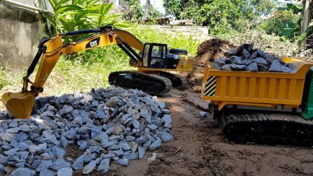自卸卡车和挖掘机玩具运输材料