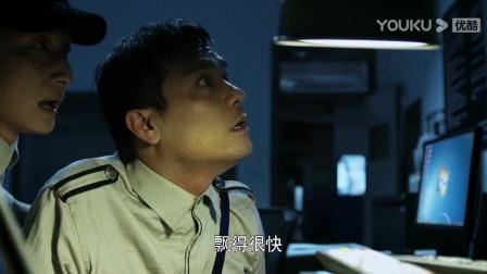 三更车库 -男子和在电梯亲吻,保安监控看一清二楚!
