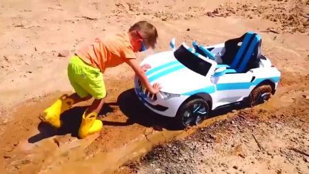 萌宝小可爱刚洗干净的玩具车【童年趣事】