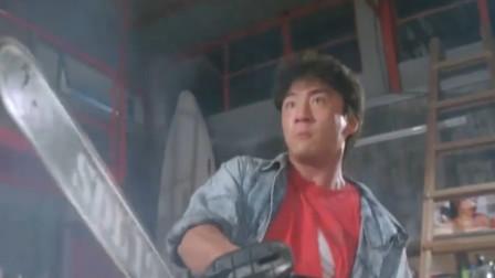 这两人简直疯了,一人拿把电锯在那对砍,你们想锯死谁呢