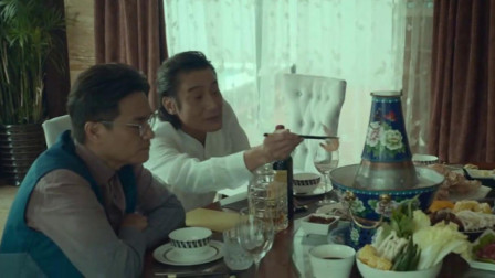 追龙2:看影帝梁家辉吃火锅真是香,看这火锅,高级呀!