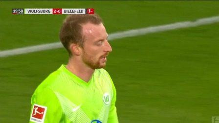 第20分钟沃尔夫斯堡球员阿诺德进球 沃尔夫斯堡2-0比勒费尔德