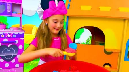 国外儿童时尚,小女孩的开心童年,在玩太空沙