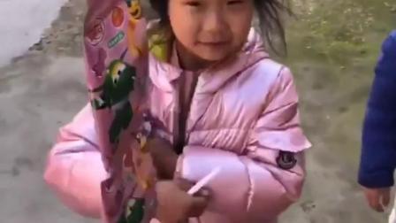 有趣童年:宝贝想吃糖就要唱首歌给妈妈听