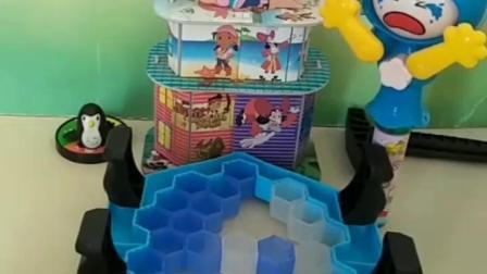 有趣的幼教玩具:乔治也想吃变脸娃娃的糖果
