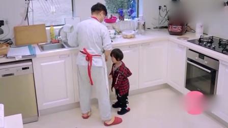 妈妈是超人:轩轩和邹明皓饿到失去理智,非要吃生牛肉,被姥姥打哭!