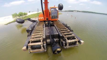 """挖掘机界""""黑科技""""!大叔发明两栖挖掘机,水陆两用还带螺旋驱动"""