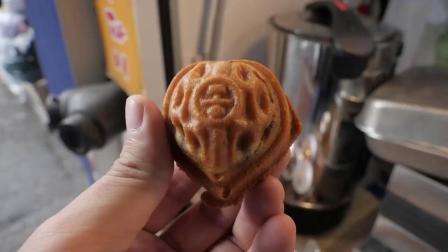 街拍韩国人用大米制作的核桃饼干