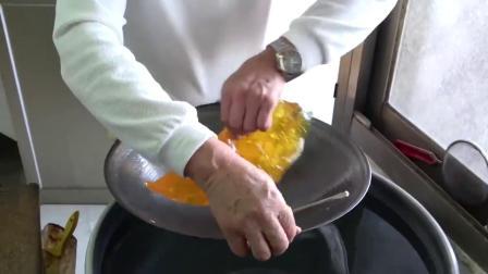 街拍台湾大伯32年制作手工糖果技艺