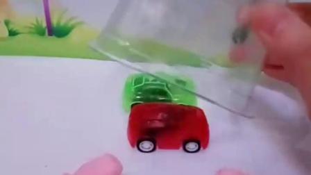 有趣的幼教玩具:乔治认为不转身佩奇就不知道密码了