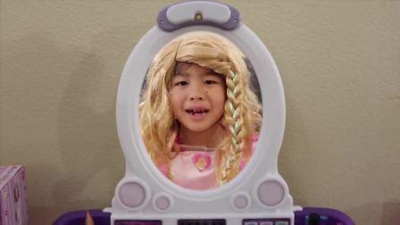 国外儿童时尚,小女孩玩有趣的玩具,好漂亮呀