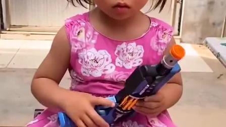 童年趣事:这么多的玩具都给小宝贝的吗